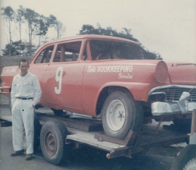 1970-71 Red #9 Bob's Bookkeeping car