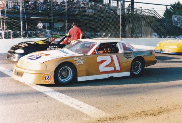Fergy's #21 KEKA Chevy Lumina lined up next to Tim McCracken followed by Wade Lentz, both from Redding.  Tim would finish Sportsman Track Champ, with Fergy 4th in points.