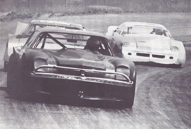 Wyatt (left, foreground) leads Walker (right, background) in the 1981 North Coast Dirt Track Classic