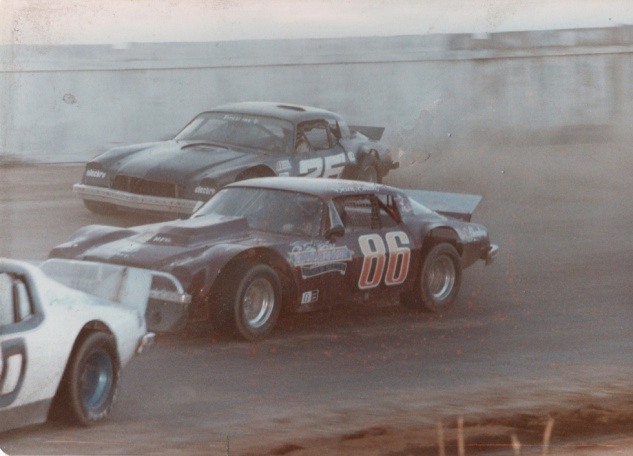 #86 Dane Smith racing against #25 Dan Press at Redwood Acres Raceway